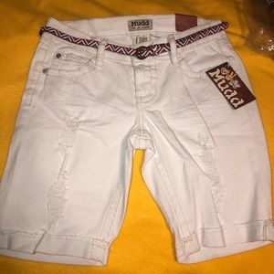 BNWT Juniors Size 7 White Mudd Bermuda Shorts